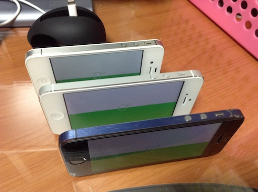 iPhone 5S (front) now reports same horizontal tilt as 5 (middle) and 4S (back)